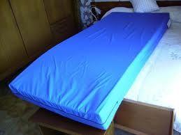 Matelas medical gohy avec housse bleue proximit sant asbl - Housse en plastique pour matelas ...